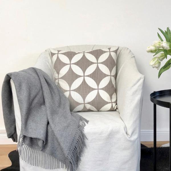 Sofa Kissenhüllen 50x50 : kissenbezug radia sand beige taupe geometrisch kissen industrial loft landhausstil 50x50 ~ Yuntae.com Dekorationen Ideen