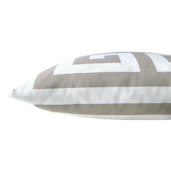 kissenh lle zeus sand wei skandinavisch schl sselmuster 30 x 50 cm. Black Bedroom Furniture Sets. Home Design Ideas