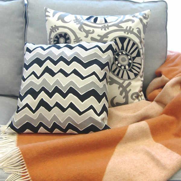 dekokissen kissen seesaw schwarz grau wellenmuster 40 x 60 cm. Black Bedroom Furniture Sets. Home Design Ideas