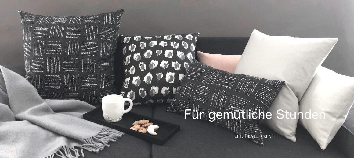 Kissen In Schwarz, Grau, Rosa Und Passende Wolldecke In Grau